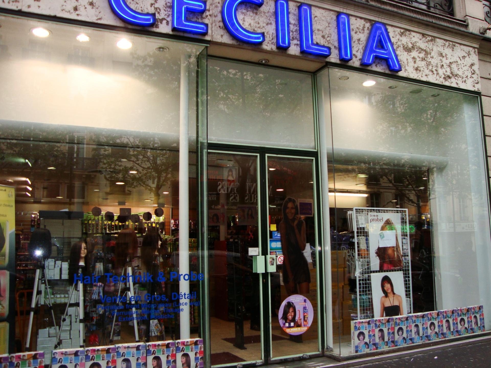 CECILIA. El comercio de belleza capilar más grande que vi de lso varios que hay en la cuadra