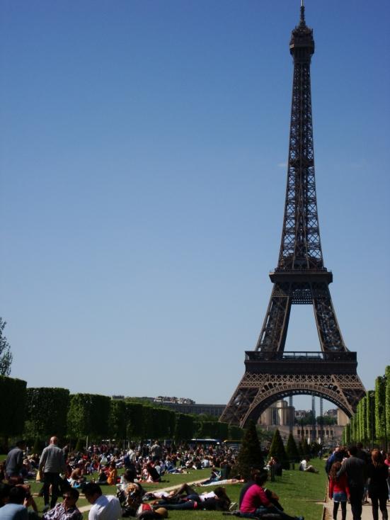 La Torre desde los Champs de Mars. Tercera visita, esta vez en verano.