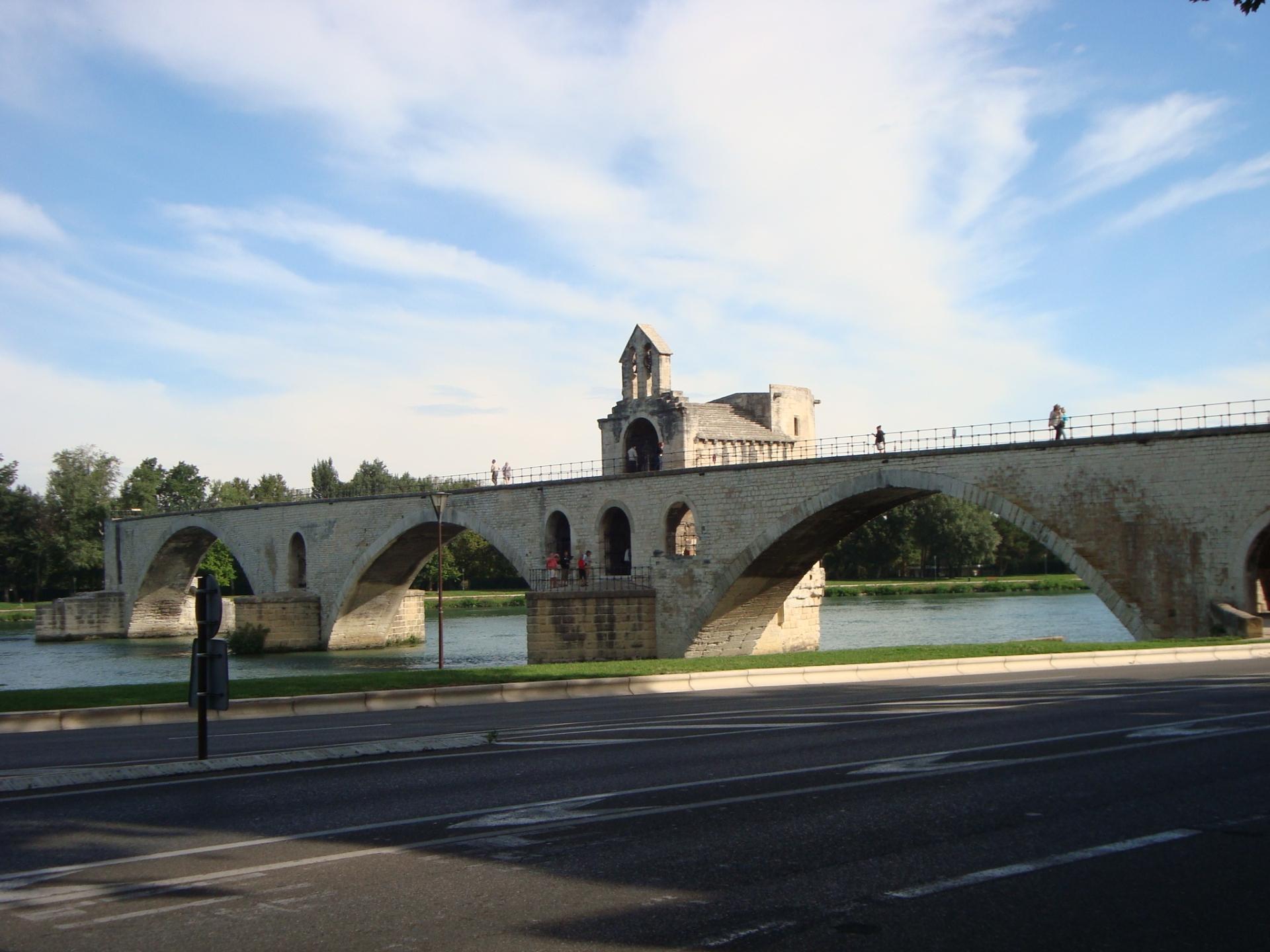 """El Pont Bénézet, mejor conocido como """"el puente de Avignon"""""""