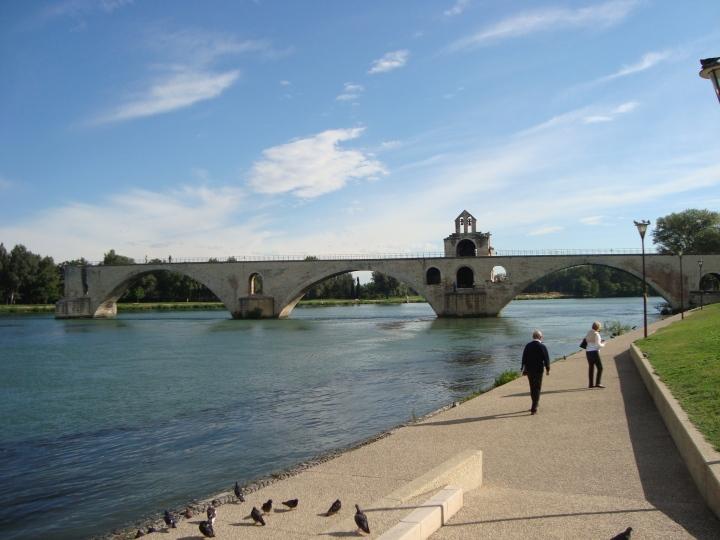 Puente de Avignon de lejos