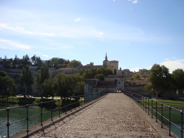 Desde el puente de Avignon. O lo que queda de él.
