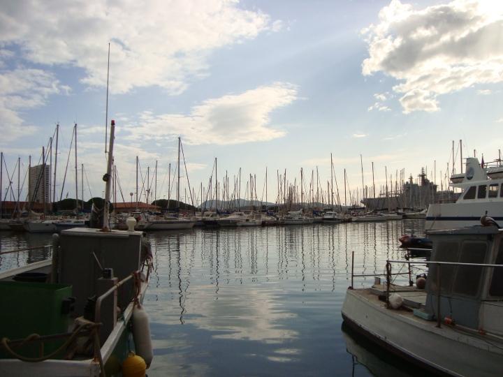 Puerto de Toulon justo al atardecer
