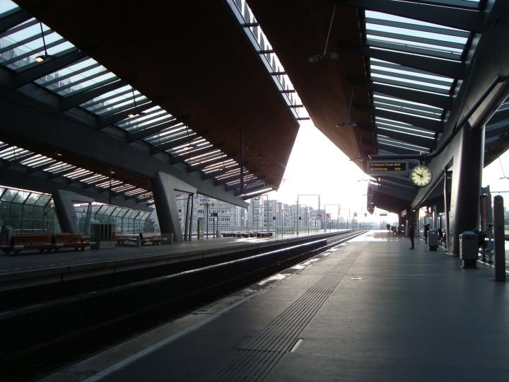 Estación de tren y metro. Igualito a las estaciones del Sarmiento.
