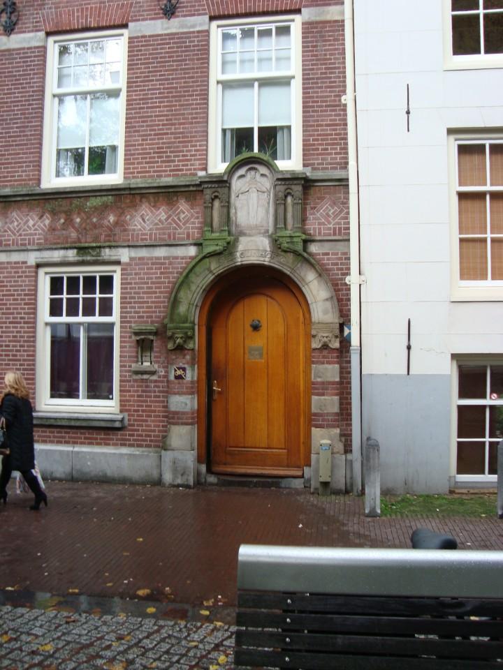 Puerta de acceso desde plaza Spui