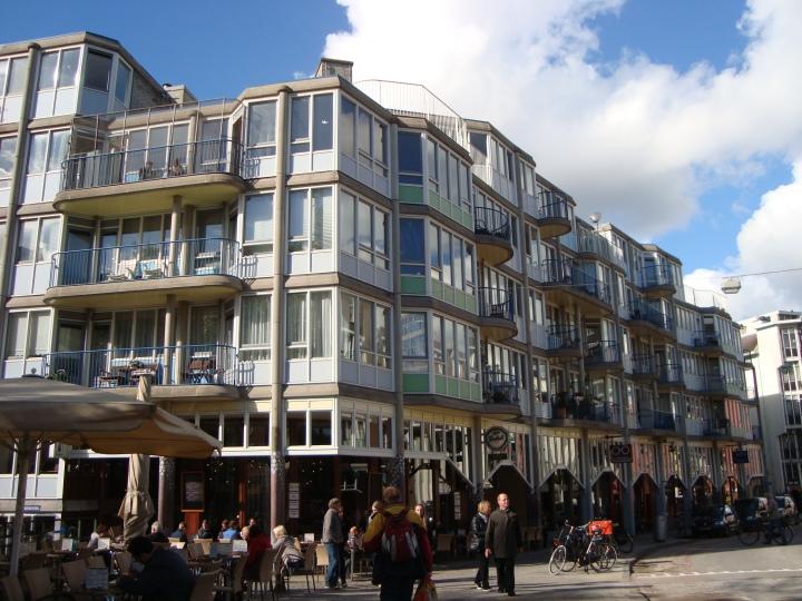 """Barrio judío remodelado post nazismo. Éste es el resultado de quienes que """"reciclaron"""" Amsterdam sumando drogas, bajo presupuesto y mucho hippismo."""